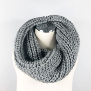 H&M Gray Chunky Twist Woven Knit Circle Scarf